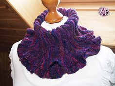 Free Pattern: Andrea's Up-and-Down by Andrea Baron Cowl Scarf, Knit Cowl, Knitted Shawls, Crochet Scarves, Crochet Yarn, Crochet Clothes, Freeform Crochet, Easy Knitting, Crochet Accessories