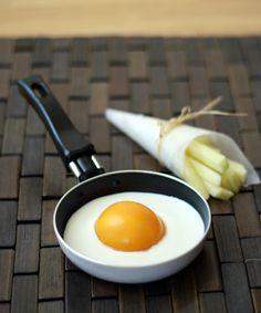 Huevo y papas fritas? No!! yogurt de vainilla, durazno en conserva y manzana picada en palitos: almuerzo o postre?