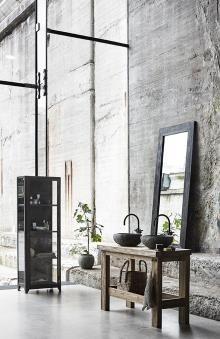 Vintage Industrial Decor The industrial loft design that is going to rock your vintage industrial home no matter what! Industrial House, Industrial Interiors, Rustic Interiors, Vintage Industrial, Industrial Bathroom, Industrial Style, Modern Bathroom, Industrial Design, Loft Bathroom