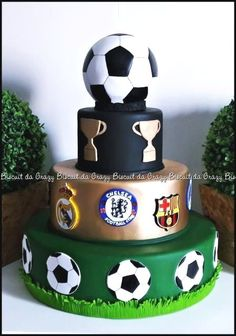 Sports Birthday Cakes, Football Birthday, Birthday Cakes For Men, Cakes For Boys, Soccer Cake, Soccer Party, Fondant Flower Tutorial, Cake Decorating For Beginners, Sport Cakes