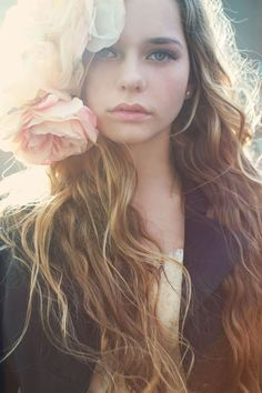 bohemian beauty {flowers and loose waves}