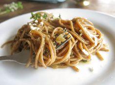 espaguete de uma panela so com molho de cebolas caramelizadas-3