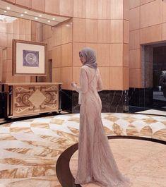 Hijab Gown, Kebaya Hijab, Hijab Evening Dress, Hijab Dress Party, Kebaya Dress, Sorella Vita Bridesmaid Dresses, Long Bridesmaid Dresses, Modern Hijab Fashion, Muslim Fashion