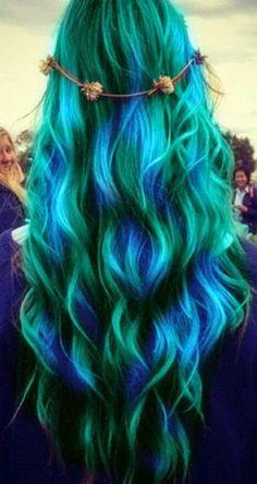 Resultado de imagen para cabello negro con azul en las puntas