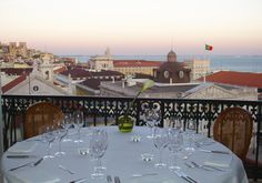 TAGIDE RESTAURANT, delicatessen cuisine and  romantic views over the Tagus River and roofs of Lisbonne - Portugal