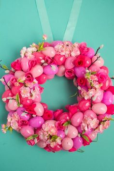 I always say if you're going to make one thing to decorate for the holidays, it should be a DIY wreath! While you're at it, why not make one that will wow