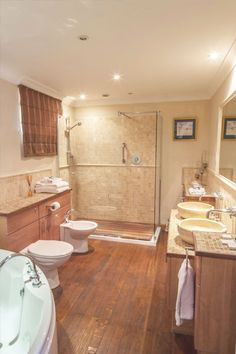 The Theatre Bathroom - Sedgeford Hall Norfolk Wedding and Event Venue - Holiday Cottages