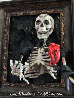 Spooky Halloween Skeleton Frame, a step by step photo tutorial by Loren Crane from Pandora's craft box Theme Halloween, Halloween Skeletons, Diy Halloween Decorations, Spooky Halloween, Halloween Crafts, Halloween Stuff, Halloween Ideas, Fall Crafts, Decor Crafts