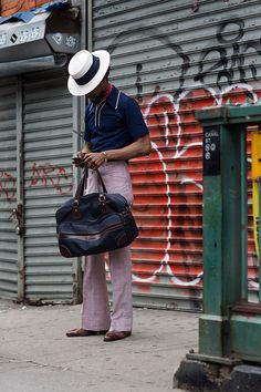 On the Street…Canal St., New York - Snappy dresser photographed by the Sartorialist. The Sartorialist, New York Men's Street Style, The Maxx, Gents Fashion, Retro Fashion, New York Mens, Sharp Dressed Man, Men's Grooming, Gentleman Style