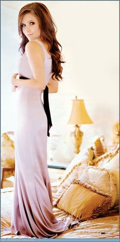 My idol such beauty and talent. She doesn't care about looks or beauty. Pretty People, Beautiful People, Beautiful Women, Beautiful Person, Beautiful Soul, Look Body, Sophia Bush, Sophia Sophia, Bridesmaid Dresses