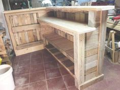DIY Pallet Bar with Custom Built-in Shelves - Easy Pallet Ideas - Diy Bar Pallet Bar Plans, Pallet Ideas Easy, Pallet Patio Furniture, Bar Furniture, Furniture Design, Furniture Stores, Diy Home Bar, Bars For Home, Diy Home Decor