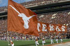 University of Texas Football Recruiting News: Longhorns Secure Verbal Commitment from Top Outside Linebacker University Of Texas Football, Ut Football, Texas Longhorns Football, Ut Longhorns, Football Season, College Football Tickets, Football Recruiting, Fighting Irish, Notre Dame