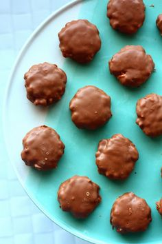 Suklaakuorrutteiset (vaahtokarkki-) riisimuromakeiset - Suklaapossu Cookies, Desserts, Food, Biscuits, Meal, Deserts, Essen, Hoods, Dessert