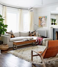 Designer @samsacksdesign shares her expert tips on mastering Moroccan style! Learn how at houseandhome.com. [Design: @samsacksdesign Photo: @graydonpictures] #houseandhome #design #interior #interiordesign #decor #moroccan #tips #inspiration #ideas