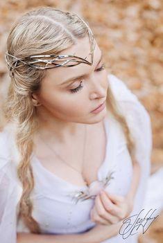 57 Ideas bridal tiara with veil princesses hair ideas Elvish Hairstyles, Wedding Tiara Hairstyles, Crown Hairstyles, Updo Hairstyle, Elven Queen, Elven Princess, Fantasy Hair, Fantasy Jewelry, Elvish Wedding