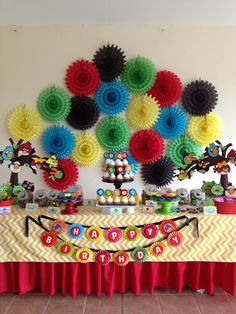 Angry birds decoration. Simple but very colorful!