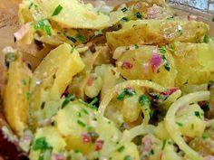pomme de terre, lardons, oignon, poivre, Sel, vinaigre balsamique, huile, moutarde, crème fraîche