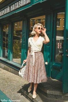 Vintage Inspired Fashion, 1940s Fashion, Vintage Fashion, Vintage Dresses, Vintage Outfits, Fashion Outfits, Womens Fashion, Fashion Trends, Fashion Ideas