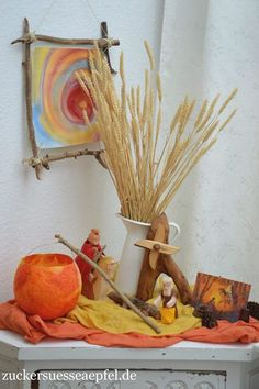 08.10.2019 - Mit einem Stock als Laternenstab, DIY Easy Fall Crafts, Fall Crafts For Kids, Fun Crafts, Place Card Holders Diy, Waldorf Kindergarten, Waldorf Crafts, Diy Waldorf Toys, Nature Table, Autumn Nature