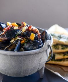 honey beer mussels with butter herb baguettes I howsweeteats.com