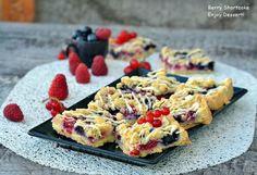 Berry Shortcake French Toast, Berries, Sweets, Cookies, Breakfast, Desserts, Food, Fine Dining, Breakfast Cafe