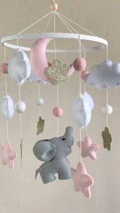 Baby Mobile Felt, Felt Baby, Baby Mobiles, Baby Crib Mobile, Baby Room Diy, Baby Room Decor, Baby Crafts, Felt Crafts, Elephant Mobile