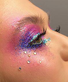 Makeup Trends, Makeup Inspo, Makeup Inspiration, Eye Makeup Art, Beauty Makeup, Rhinestone Makeup, Make Up Studio, Glitter Makeup Looks, Galaxy Makeup