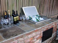 Looking for a DIY outdoor bar idea? This guide is designed to help you find DIY outdoor bars that you would like to have in your backyard and help you make them your own. Here are of DIY Outdoor Bar Ideas To Make Your Patio Sing. Patio Bar, Backyard Bar, Diy Outdoor Bar, Outdoor Stove, Outdoor Living, Diy Bar, Outdoor Kocher, Diy Außenbar, Outside Bars