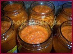 Cuketová směs na topinky nebo pod maso 1,5 kg nastrouhané cukety, 4 cibule, 15 stroužků česneku 4 ks barevné papriky, 1 lžička mletého zázvoru 1 lžička pálivé papriky 4 lžíce sójové omáčky, 1 malý rajčatový protlak, 5 lžic oleje, sůl. Russian Recipes, Preserves, Zucchini, Salsa, Food And Drink, Cooking Recipes, Treats, Homemade, Vegetables