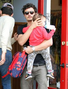 2dbe7caeefd0 Orlando Bloom with son Flynn and a gooie loop de loop backpack. Hot Dads