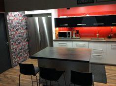 red kitchen, Pääurakoitsijana aviomieheni