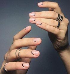 Minimal Nail Art Design – Nageldesign – Nail Art – Nagellack – Vernis à ongles – Nai … Nail Art Cute, Cute Nails, Pretty Nails, Nail Art Diy, Easy Nail Art, Minimalist Nails, Black Nail Art, Black Nails, Manicure Y Pedicure