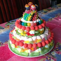 Gâteau de bonbons : fraise tagada, dragibus, chupa chups