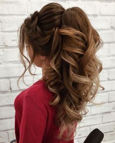 No fuss updo! No need to go all out this Valentine's Day and do some crazy-complicated hairstyle. these gorgeous ponytail hairstyles are also perfect. Prom Ponytail Hairstyles, Wedding Hairstyles Thin Hair, Half Braided Hairstyles, Classy Hairstyles, Homecoming Hairstyles, Hairstyles With Bangs, Hairstyle Ideas, Ponytail Ideas, Beautiful Hairstyles