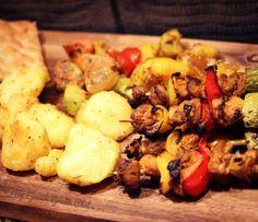 Σουβλάκια σόγιας με λαχανικά   Mygreekgreenplate Chicken, Meat, Food, Eten, Meals, Cubs, Kai, Diet
