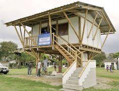 A fines de enero  en Olón se inauguró casa modelo de caña guadúa.