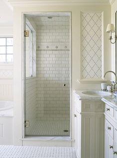 Small White Bathroom Interior Design Ideas With Enclosed Shower. #Interiordesign