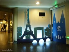 Paris panorama in silhouette decorating the hallway going to the parking area of the popular store BHV in the heart of Paris - Daily Good Pin Homecoming Decorations, Homecoming Themes, Quinceanera Decorations, Homecoming Dresses, Paris Prom Theme, Paris Party, Homecoming Hallways, 21 Balloons, Grand Paris