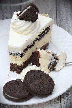 Cheesecake with oreo biscuits, Sweets Recipes, Fruit Recipes, Cake Recipes, Yummy Treats, Yummy Food, Oreo Biscuits, Bakery Menu, Cookies And Cream Cake, Pumpkin Cheesecake
