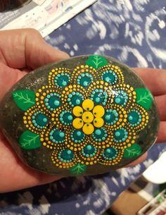 Mandala Canvas, Mandala Painting, Mandala Art, Stone Art Painting, Dot Painting, Mandela Stones, Stained Glass Paint, Rock And Pebbles, Mandala Rocks