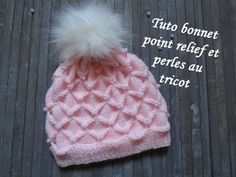 25117ee54489a TUTO BONNET RELIEF ET PERLE AU TRICOT 3D with beads hat knitting GORRO CON  PERLA DOS AGUJAS