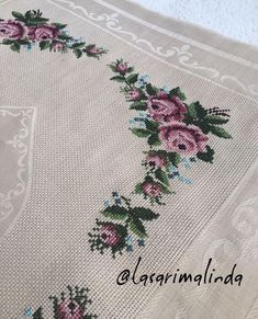 This post was discovered by berrin ***. Discover (and save!) your own Posts on Unirazi. Funny Cross Stitch Patterns, Cross Stitch Rose, Cross Stitch Flowers, Prayer Rug, Vogue Kids, Handicraft, Baby Knitting, Embroidery Patterns, Needlework