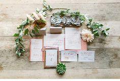 Glitzernde Inspirationen in Kupfertönen von Susanne Wysocki - Hochzeitsguide Palm Springs, Spring Wedding, Gold Glitter, Wedding Invitations, Stationery, Gift Wrapping, Blog, Gifts, Free