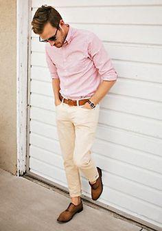 ピンクシャツ×ベージュチノパンの着こなし(メンズ)   Italy Web