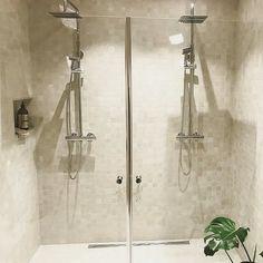 Dobbeldusj  Takk til @ide3revisjon18 som deler med oss! #dobbeldusj #dusj #bathroom #bathroominspo #baderom #baderomsinspo #baderomsinspirasjon #dobbeldusj #dusj #gladegrande #bathroom #bathroomdesign #baderom #baderomsinspo #mitt_bad #inspoweekend #stemning_casachicks #passion4interior #luxury #spa #metime #vvseksperten #vikingbad #dreamhome #myhome #boligpluss #rom123 #iboligendk #interiordesign #wellness #mindfulness #relax #midweekinspo_drommefunkis #vikingbad : @ide3revisjon18 Amigurumi Patterns, Crochet Patterns, Crochet Top Outfit, Me Time, Eyeglass Holder, Duravit, Cotton Pads, Half Double Crochet, Pattern Making