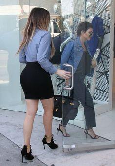 Khloe Kardashian - Khloe and Kourtney Kardashian Visit Dash — Part 2