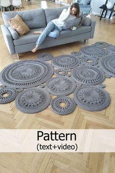 Crochet Mat, Crochet Rug Patterns, Crochet Carpet, Macrame Patterns, Crochet Designs, Crochet Stitches, Knitting Patterns, Crochet Home Decor, Crochet Crafts