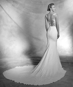 De la nota: Los vestidos de novia más sexys de Pronovias 2016  Leer mas: http://www.hispabodas.com/notas/3038-vestidos-novia-sexys-pronovias-2016