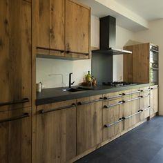 Kitchen Cabinet Design, Kitchen Interior, Kitchen Storage, Kitchen Decor, Kitchen Cabinets, White Kitchen Island, Cabin Kitchens, Kitchen On A Budget, Inspired Homes