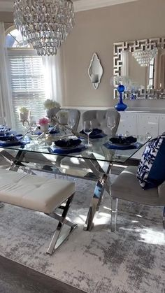 Dining Room Blue, Blue Living Room Decor, Luxury Dining Room, Dining Room Table Decor, Elegant Dining Room, Dining Room Design, Beautiful Dining Rooms, Dining Room Sets, Dining Chair Set